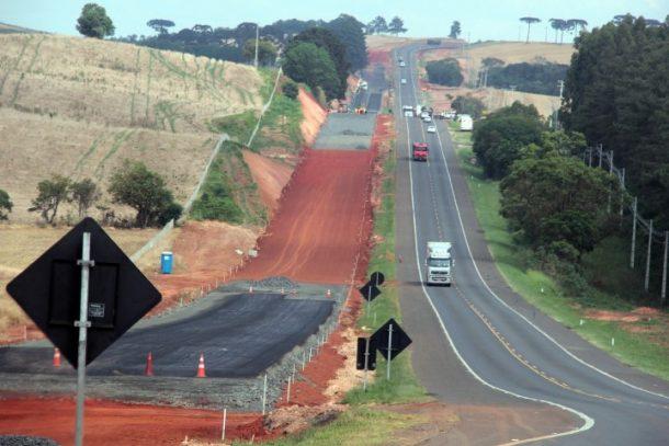 Obras Ð Duplica‹o Ð Duplica‹o de rodovias Ð Obras de duplica‹o da BR 376, trecho entre Ponta Grossa e Mau‡ da Serra. Foto Jorge Woll Ð SEIL/DER.