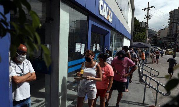x87982822_RI-RIO-DE-JANEIRO-28-04-2020Fila-na-Caixa-Economica-da-Rua-Dias-da-Cruz-no-Meier-zona-nor.jpg.pagespeed.ic.qgTIb8BXsx